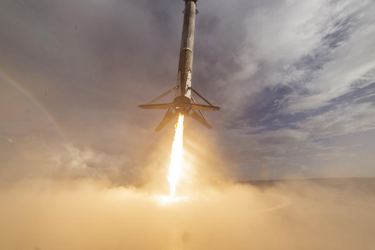 Vision, als Symbol dafür der SpaceX Booster der zur Landung ansetzt.